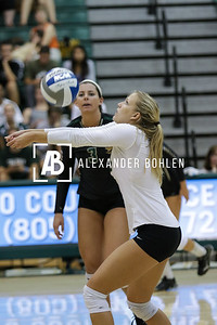 Cal Poly defeats UCSB in set 4 by 25 to 23. Mott Gym, October 10, 2015. Photo by Alexander Bohlen