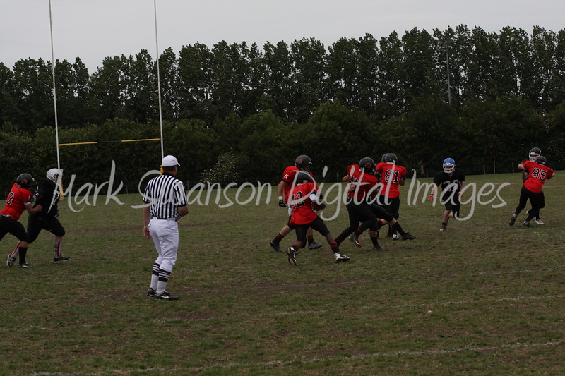 8899 42 running the ball, look at the gap open to his left....