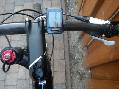 Fietscomputer: Cateye Velo wireless+ (CC-VT210W) Stuur: Tru Vativ Noir Flat , 700x10mm Stem: Cannondale OPI adjustable -15 Degree, 31.8 Shifters: Shimano XT Remmen: Avid Elixir 9 carbon , 180/160mm