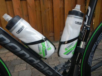 Drinkbushouder: TACX Foxy Zwart/Groen Plastic 35g Drinkbus: Camelbak Cannondale Experts Podium Chill Water Bottle - Green