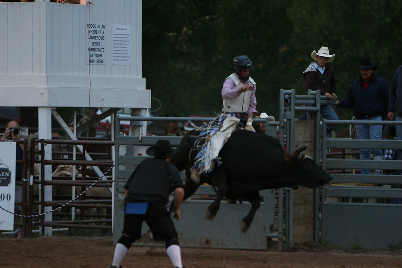 jesse fortnor make is 8 seconds at the carbondale wildwest rodeo