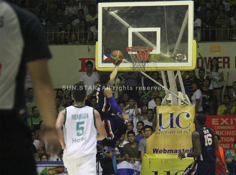 Monbert Arong of SWU Cobras lays it up during fast break. (Jonathan Vincent Tan/Sunnex)