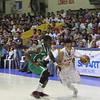 Mark Tallo of SWU Cobras drives to the basket. (Jonathan Vincent Tan/Sunnex)