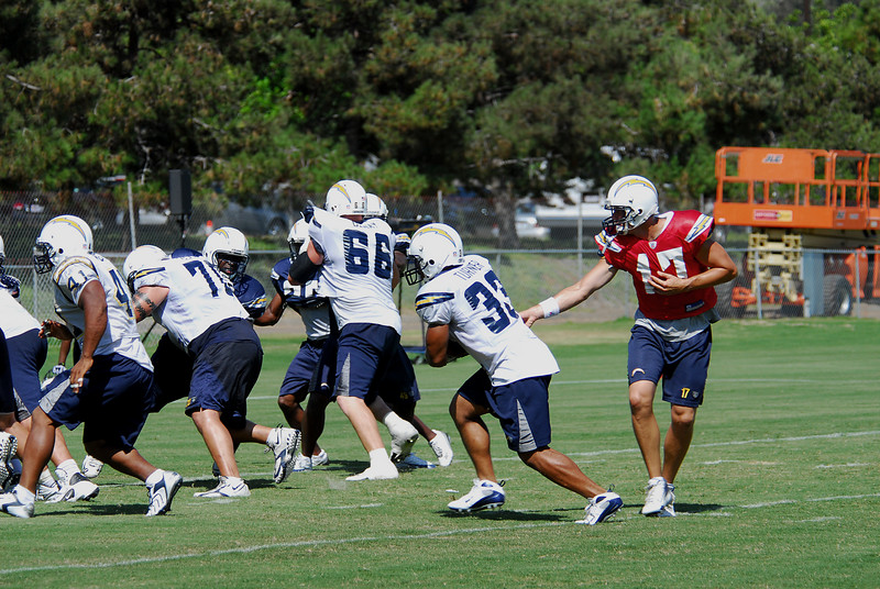 Philip Rivers hands off to Michael Turner to the left side of the field.