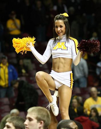 University of MN Cheerleaders (Nov 24, 2010)