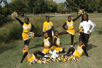 Wichita 7th grade Bulldogs Cheerleaders.  Wichita Kansas  Sept  2006.