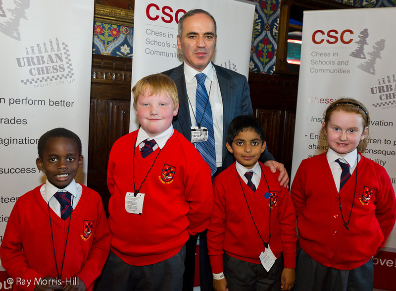8846 - Garry Kasparov with children from Sacred Heart Catholic Primary School, LIverpool