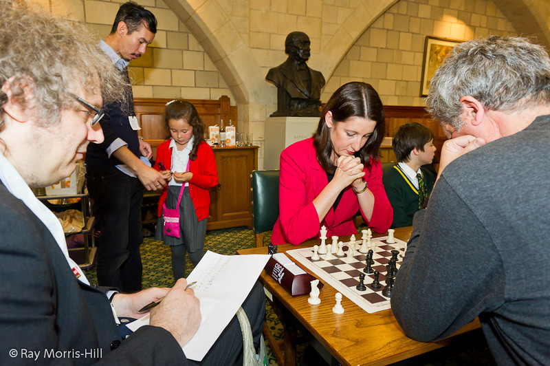 8793 - Jon Speelman keeps score while Rachel Reeves MP plays Stephen Moss