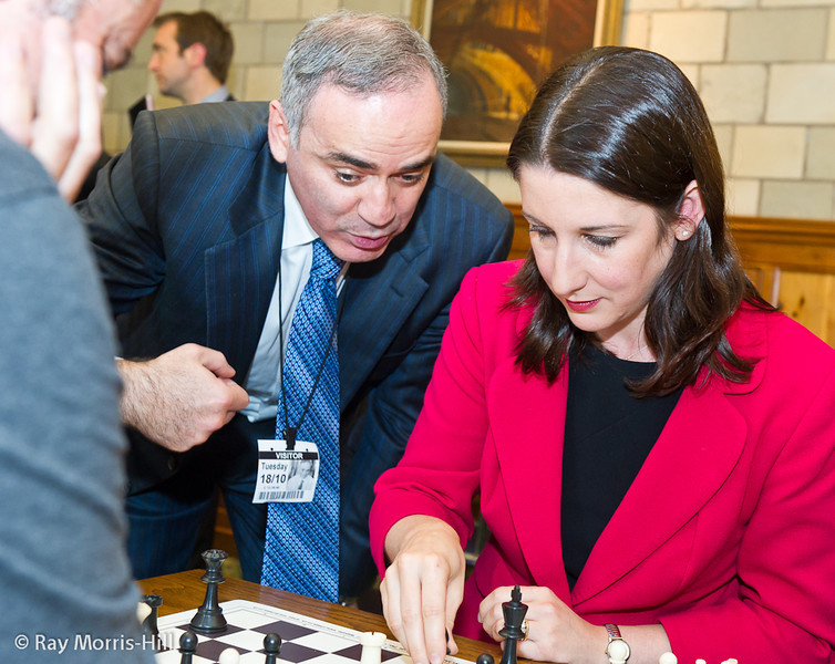 8832 - Rachel Reeves MP gets some advice from Garry Kasparov in her match against Stephen Moss of the Guardian