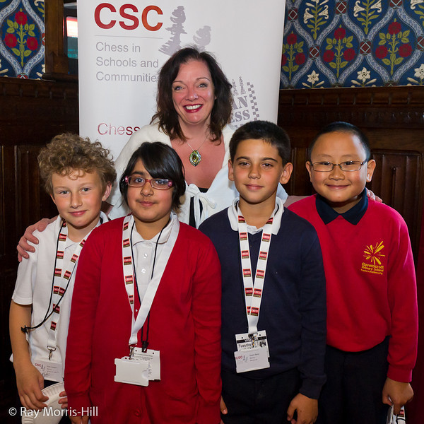 8813 - Lyn Brown MP with children from Ravenscroft Primary School, Newham