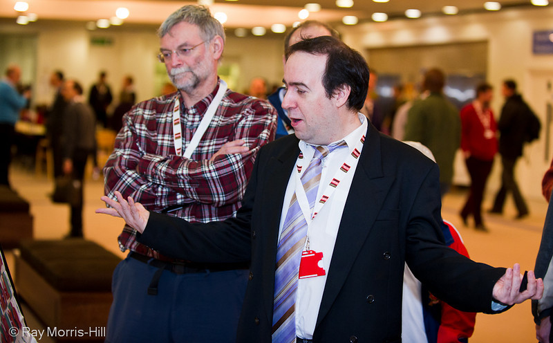 Chris Ward breaks into song at the London Chess Classic