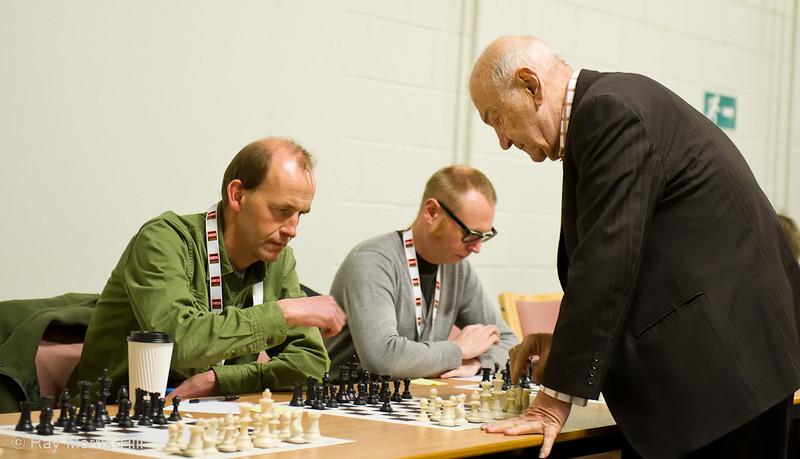 Viktor Korchnoi Simultaneous 9 December 2010