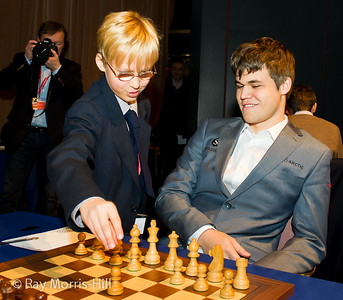 Round 9:  Magnus Carlsen gets some help with his first move in his game versus Vishy Anand