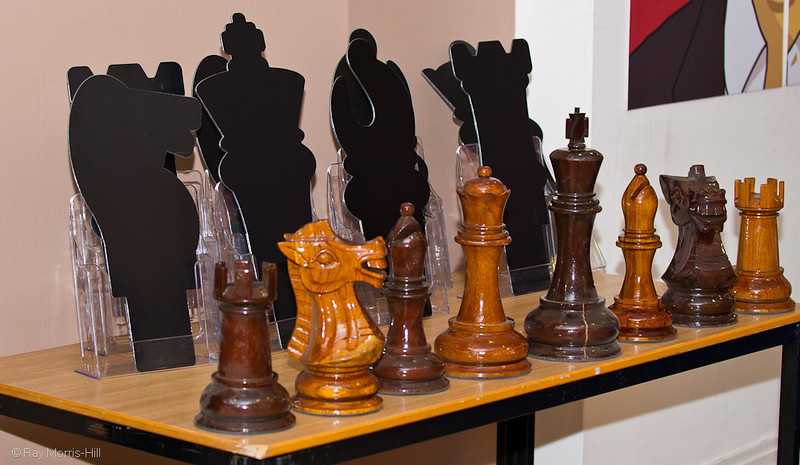 The chess pieces used for drawing lots