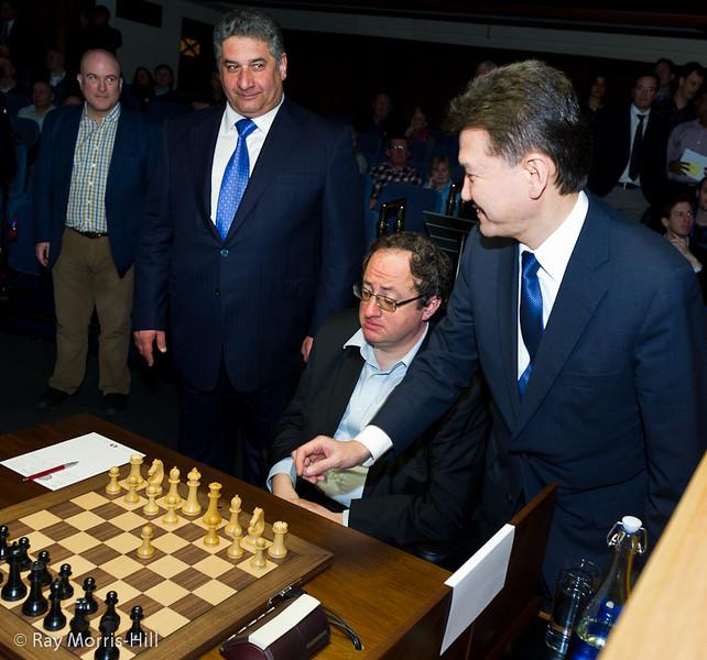 FIDE President Kirsan Ilyumzhinov makes the first move for Boris Gelfand.