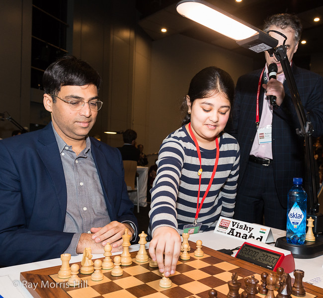 Vishy Anand gets a first move suggestion from a young fan