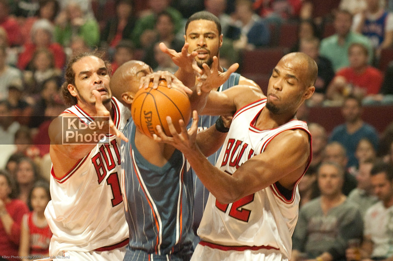 Tyson Chandler looks on as Noah, Raja Bell and Taj Gibson fight for a loose ball
