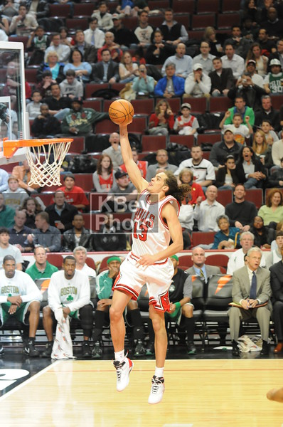 Noah going for the dunk