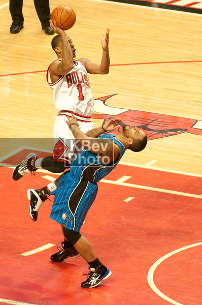 D. Rose catches Nelson in the mouth with a strong move