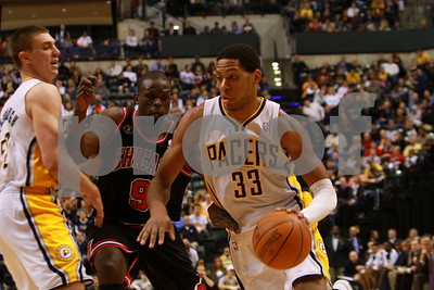1/14/11- Indiana Pacers forward Danny Granger (#33) battles against Luol Deng (#9) of Chicago Bulls as the Bulls won 99-86. Photo/Ron Foster Sharif