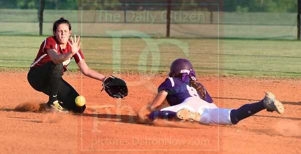 Matt Hamilton/The Daily Citizen<br /> C22 Ashlyn Clements can't handle the throw as D8 is safe at second.