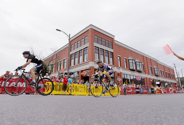 Record-Eagle/Keith King<br /> Competitors race on Cass Street Friday, August 12, 2011 during the Cherry-Roubaix downtown bicycle sprints.