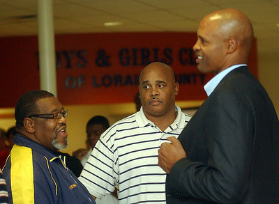 Admiral King basketball coach Al Stacey, left, and Colin Irish, talk with former NBA and Ohio State player Clark Kellogg at a Boys and Girls Club fundraiser in Elyria on Oct. 15.   Steve Manheim