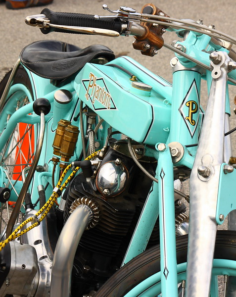 """The Phantom EG is powered by a Norton 750cc air cooled twin and uses an double-butted diamond frame with a hard tailed rear end and """"Bladraulic"""" forks."""