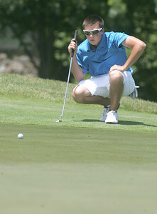 1JUL10 Avon's Beau Titsworth measures the tilt of a green at Red Tail Golf Club during the Cleveland Junior Open.  photo by Chuck Humel