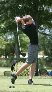 1JUL10 Medina's Mike Bishop driving at Red Tail Golf Club during the Cleveland Junior Open.  photo by Chuck Humel