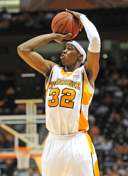 Nov 17, 2009; Knoxville, TN, USA; Tennessee Volunteers guard Scotty Hopson (32) takes a shot against the UNC Asheville Bulldogs during the first half at Thompson-Boling Arena. Mandatory Credit: Don McPeak-US PRESSWIRE