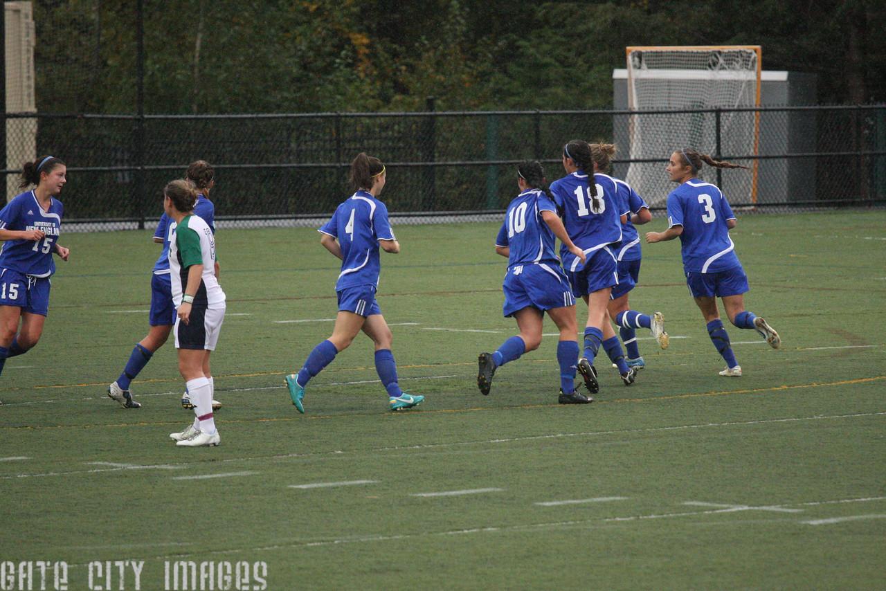 IMG4_33812 corner kick UNE Soccer