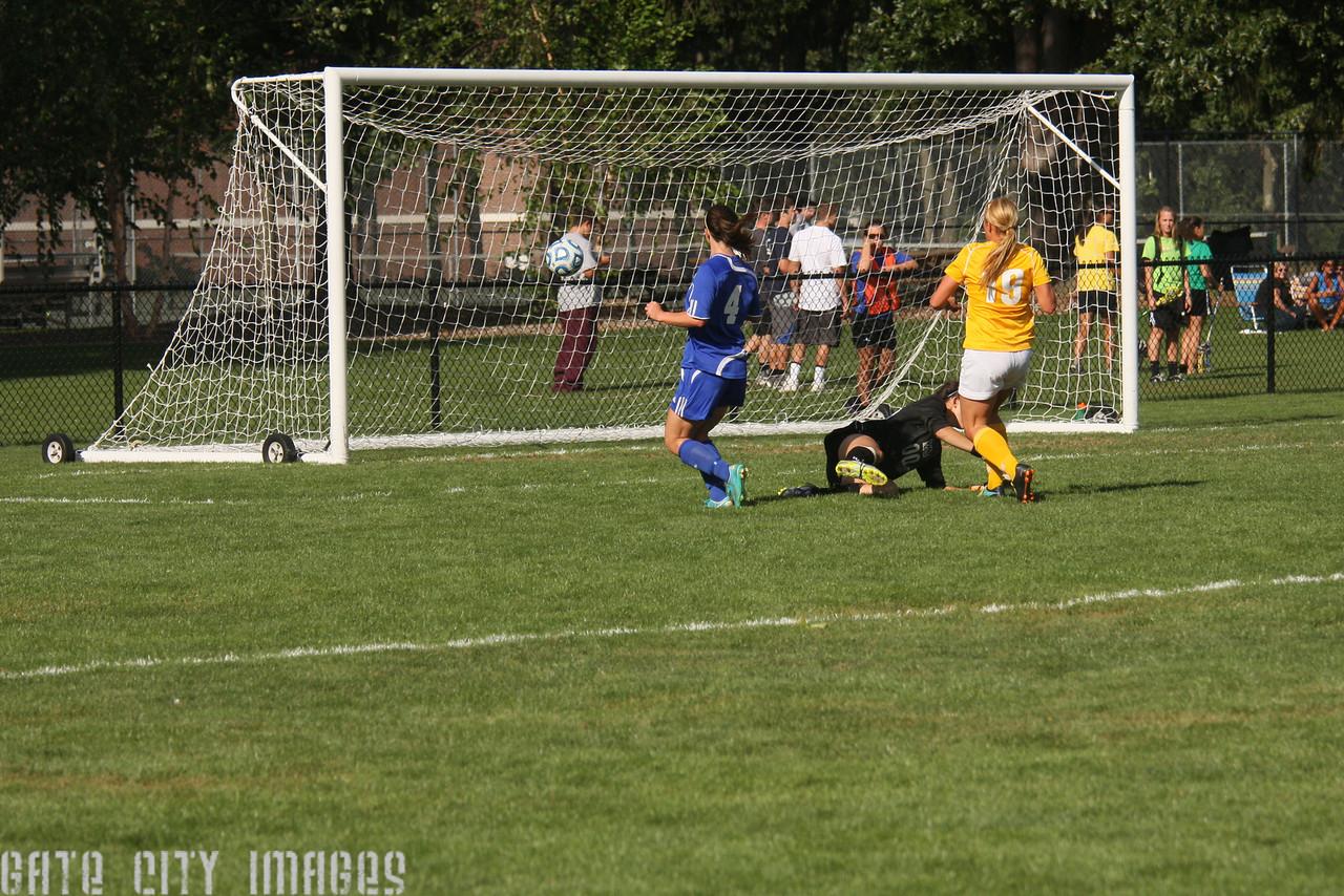 IMG4_32405 Kristin goal seq UNE Soccer