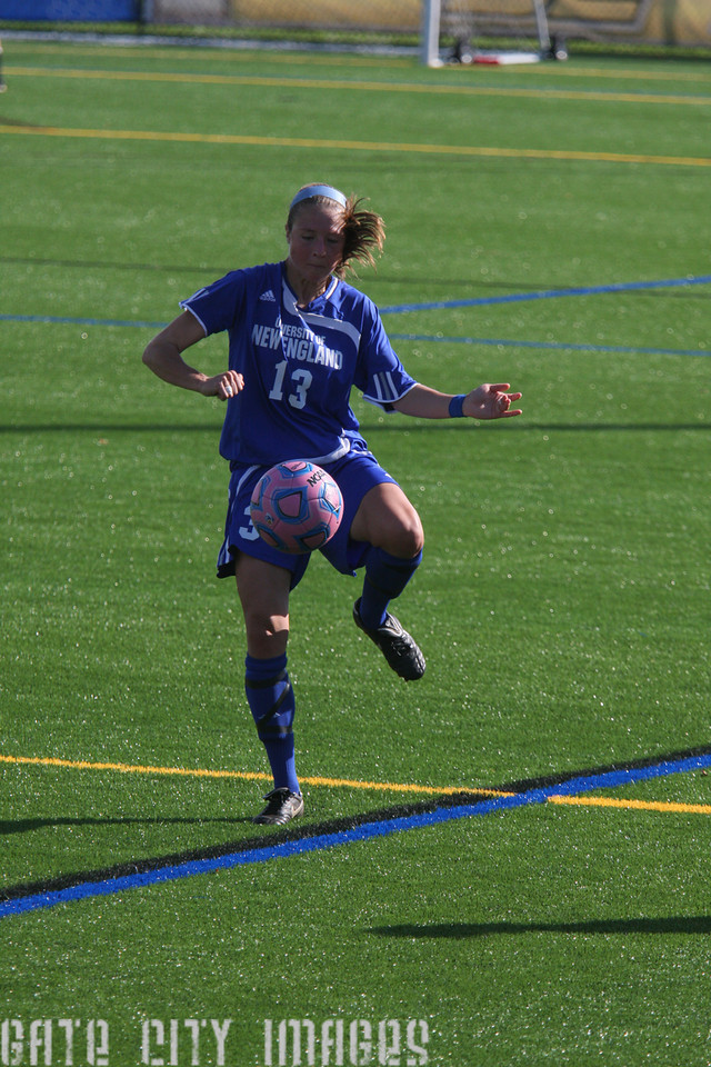 IMG4_35081 Emily L UNE Soccer