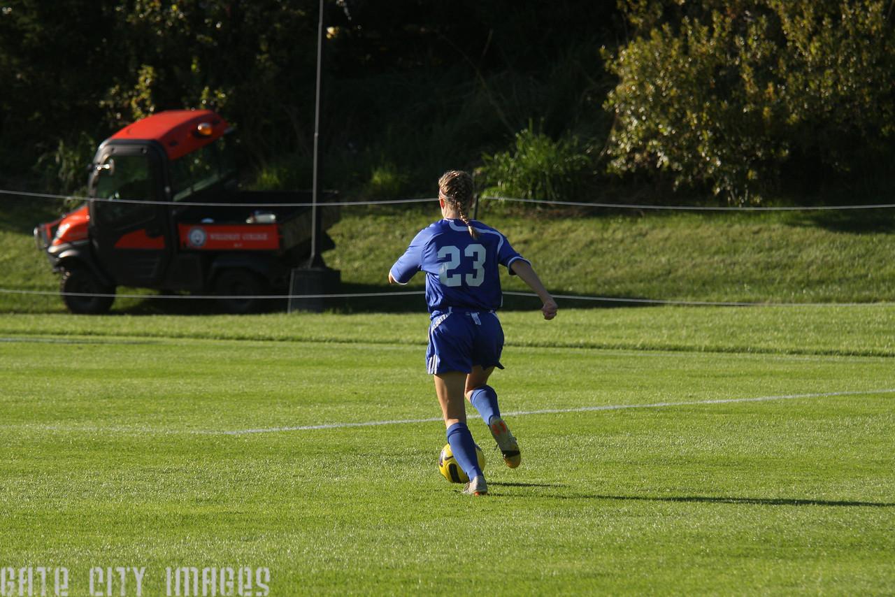 IMG4_32939 Emily C UNE Soccer