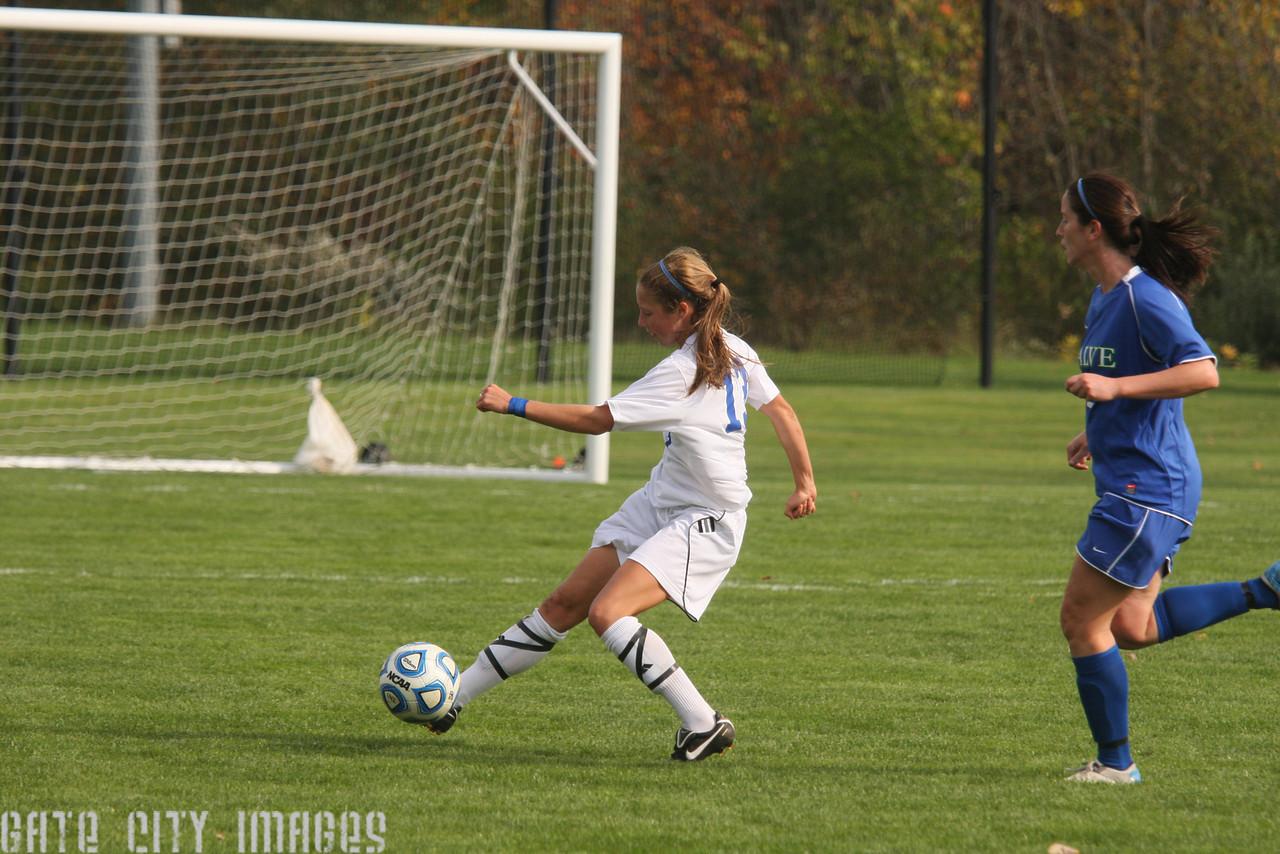 IMG4_34331 Emily L UNE Soccer