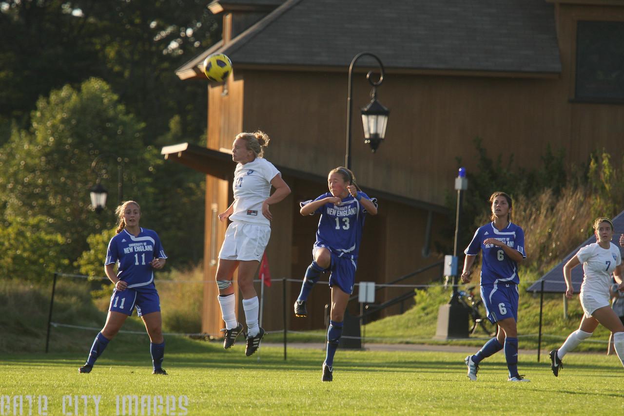 IMG4_33044 Tori, Emily L, Nicole UNE Soccer