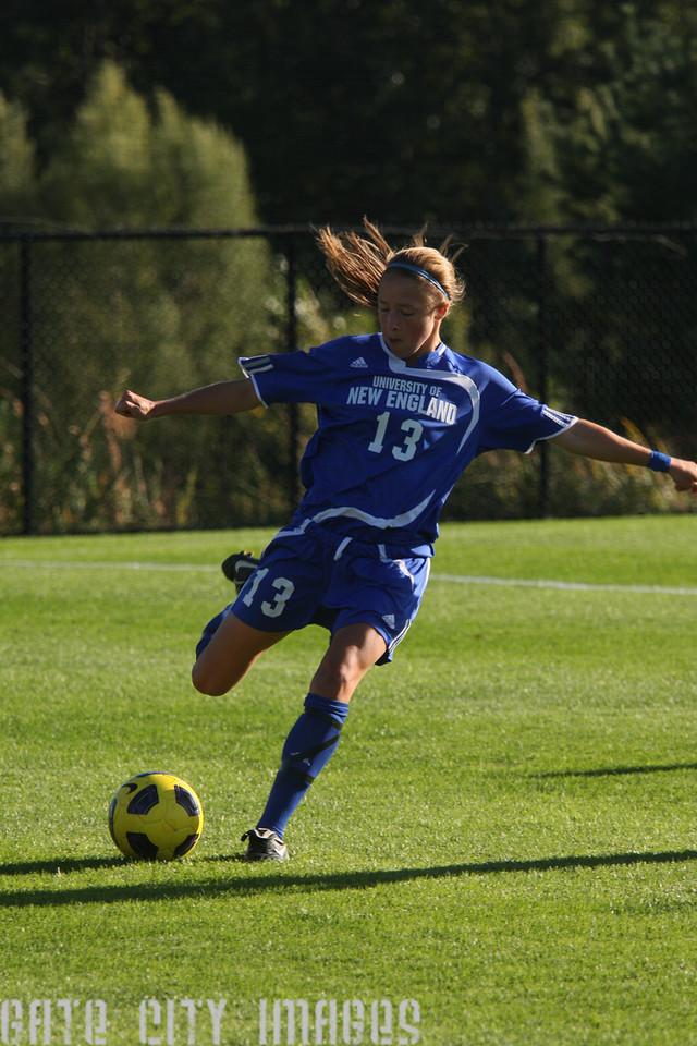 IMG4_32928 Emily L UNE Soccer