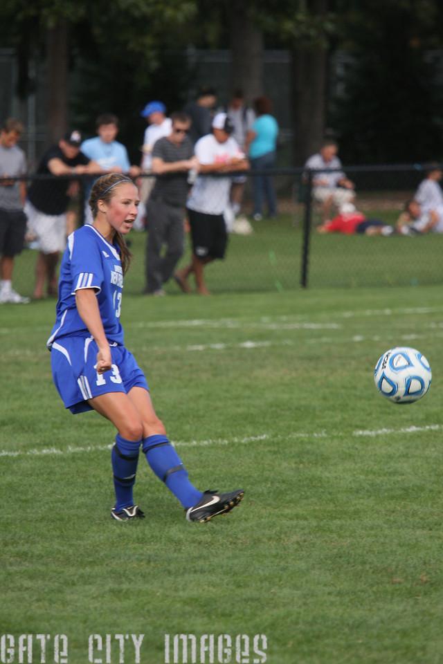 IMG4_32731 Emily L UNE Soccer