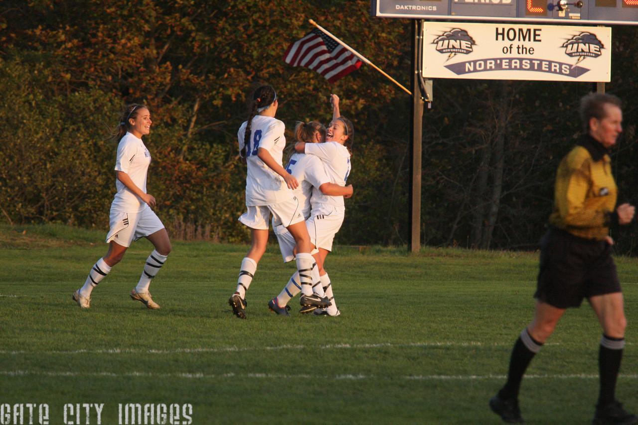 IMG4_34709 Ellie goal seq UNE Soccer