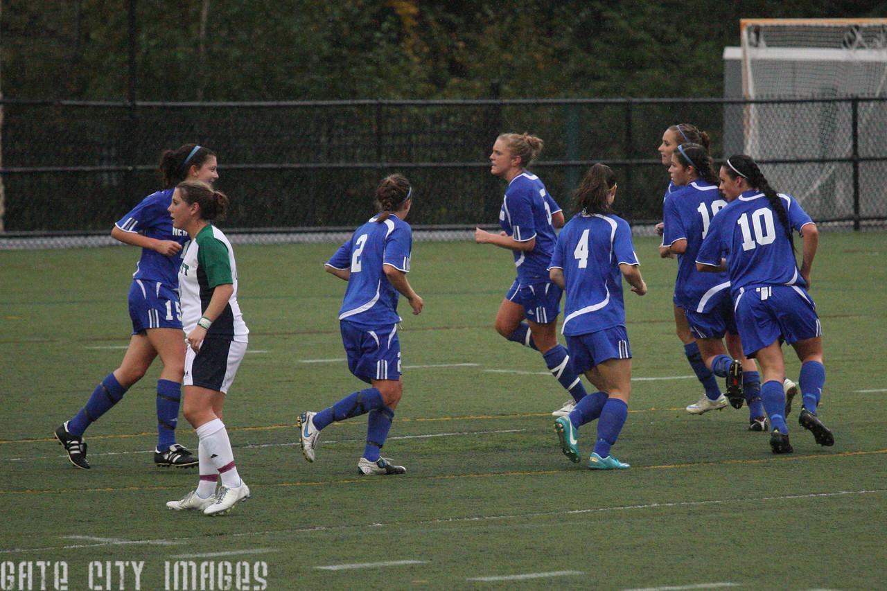 IMG4_33813 Corner kick move UNE Soccer trmzb