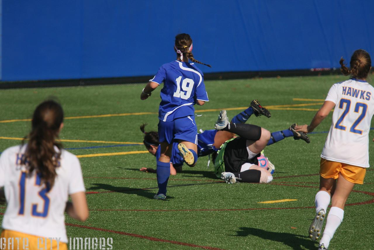 IMG4_35100 Alexis, Nicole UNE Soccer