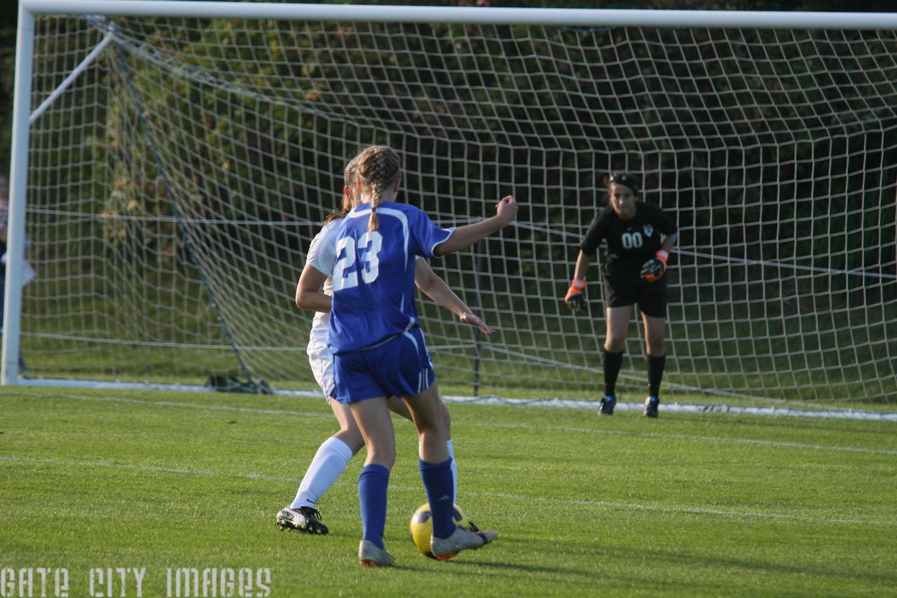 IMG4_32996 Emily C UNE Soccer