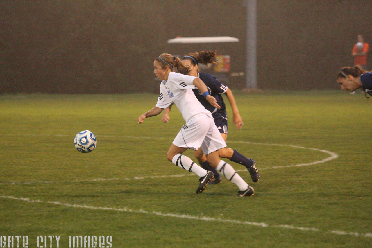 IMG4_33504 Emily L UNE Soccer