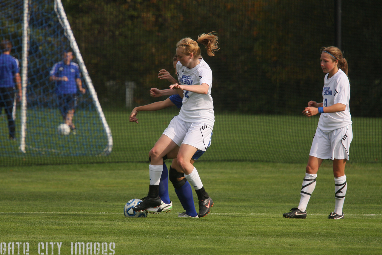 IMG4_34341 Kaitlyn, Emily L UNE Soccer