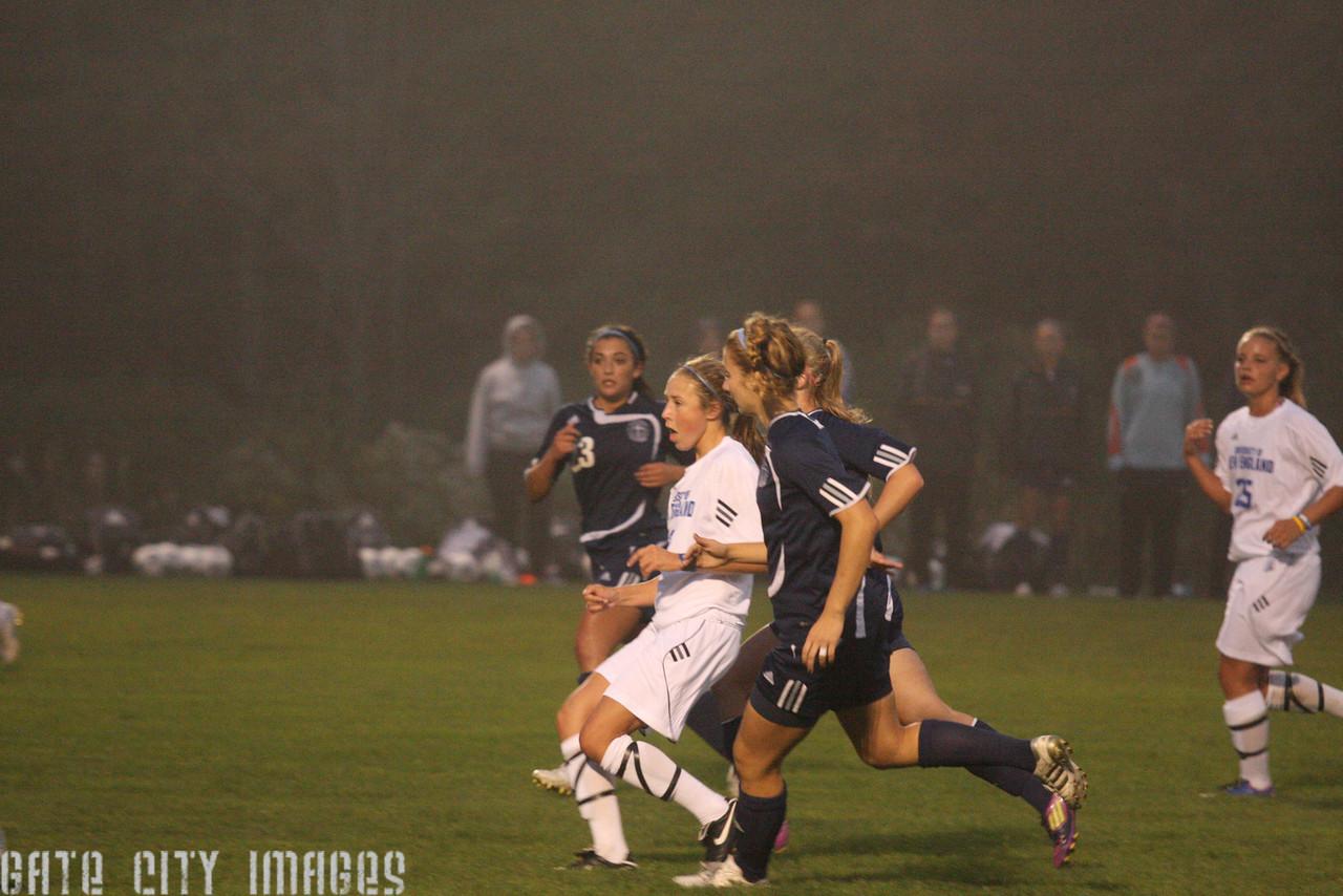 IMG4_33549 Emily L UNE Soccer
