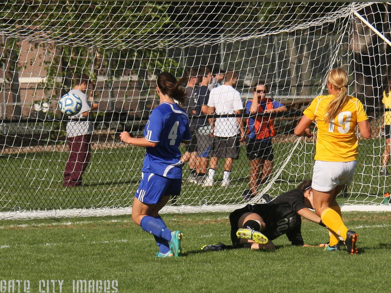 IMG4_32405 Kristin goal seq UNE Soccer trmzb