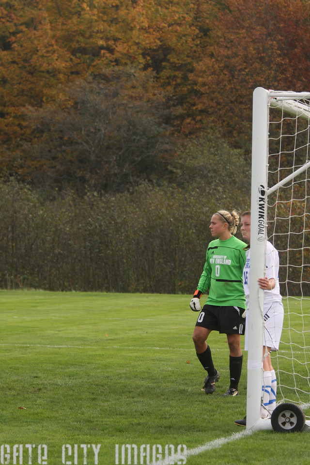 IMG4_34211 Sam, Lindsey UNE Soccer