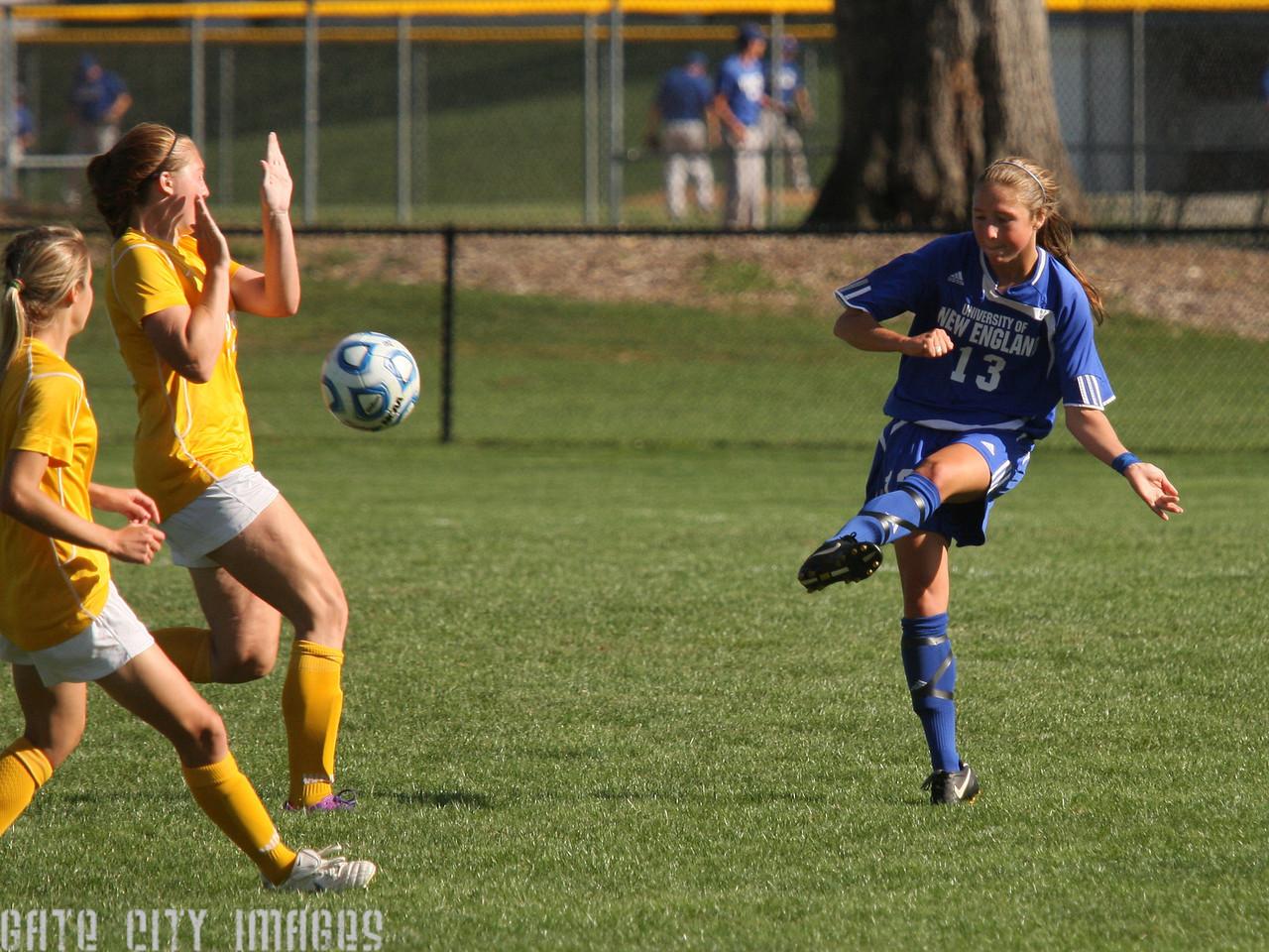IMG4_32366 Emily L UNE Soccer trmzb