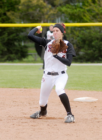Lauren Smith throws to first.